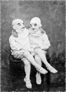 Diy The Masked Peculiar Twins Costume Ideas From Miss Peregrine S Home For Peculiar Children